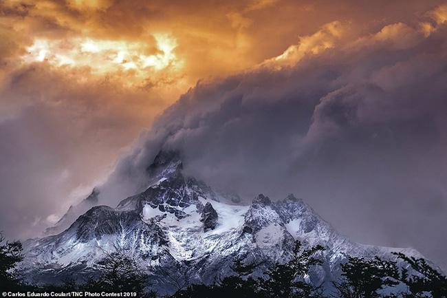 14.Thêm một giải thưởng trong hạng mục phong cảnh thuộc về Carlos Eduardo Goulart cho bức ảnh của công viên quốc gia Torres Del Paine ở Chile.