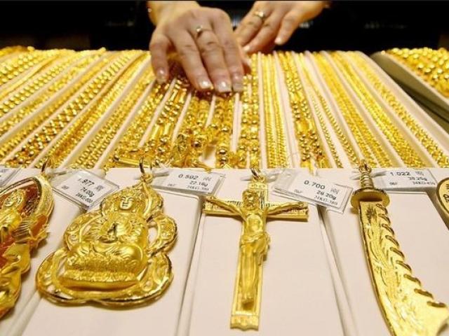 Giá vàng hôm nay 23/9: Tiền vẫn đổ mạnh, vàng treo đỉnh