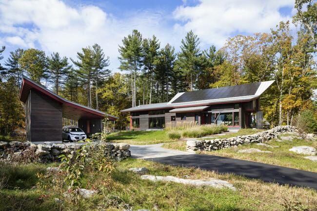 Nature Powered, ngôi nhà thuộc sở hữu của cặp vợ chồng mới về hưu Jenson và DeLeeuw, được con cái của họ xây dựng làm nơi nghỉ dưỡng khi về già tại một vùng quê thuộc Massachusetts (Hoa Kỳ).