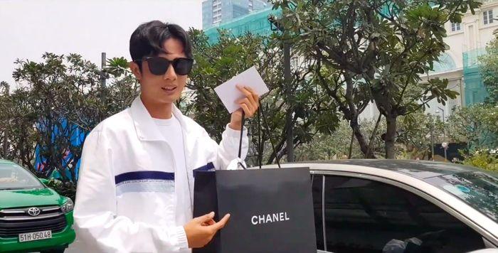 Vừa nhận nút kim cương YouTube, Huỳnh Phương chi hơn trăm triệu tặng bạn gái - 1