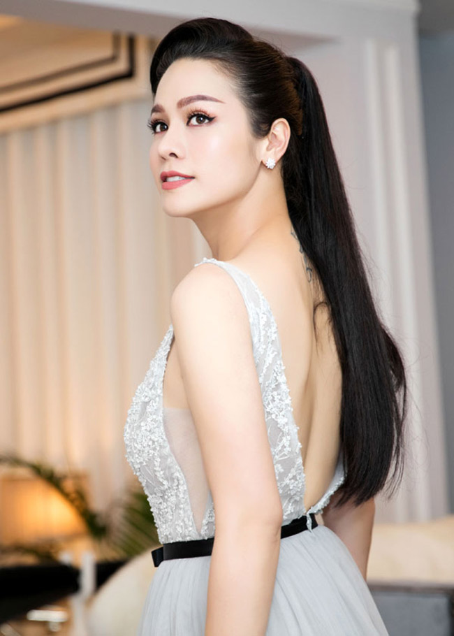 """Nữ diễn viên thủ vai cô hầu gái đang gây chú ý với khán giả màn ảnh Việt là Nhật Kim Anh của phim """"Tiếng sét trong mưa""""."""