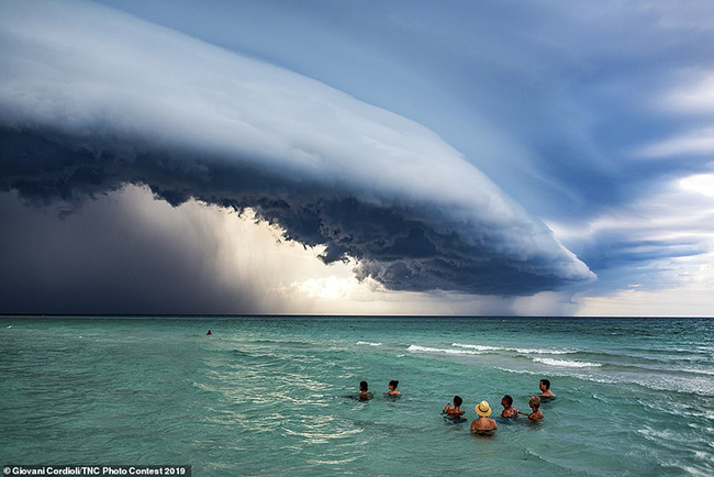 8. Người Brazil, Jacani Cordioli, được nhắc đến nhiều trong danh sách những người thuộc yêu thích thể loại tự nhiên, một bức ảnh tuyệt vời về một cơn bão ở Varadero, Cuba.