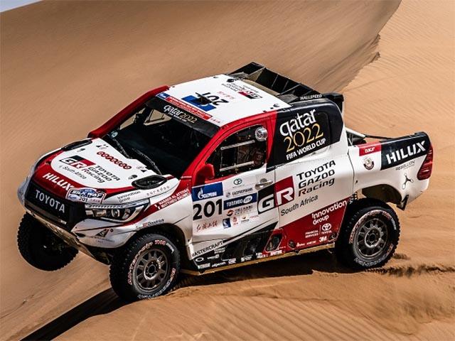 Toyota Hilux chinh phục loạt giải đua địa hình khủng nhất thế giới