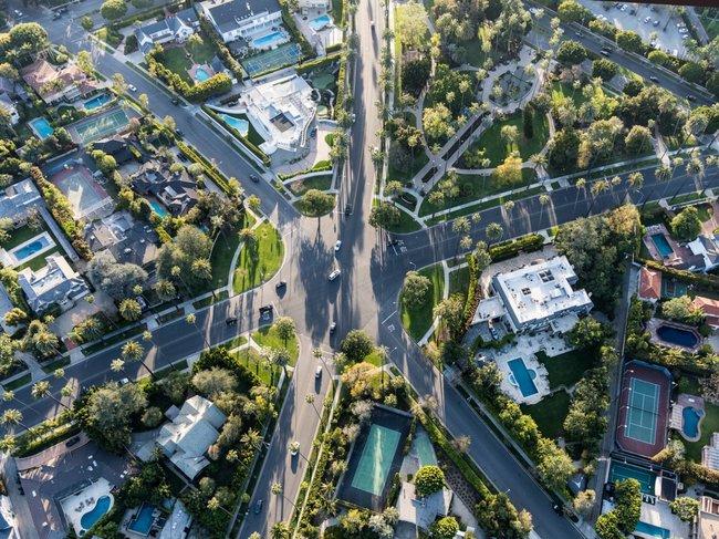 Ngôi nhà trị giá 79,9 triệu đô la hiện nay nằm trong khu nhà giàu Trousdale Estates của vùng Beverly Hills.
