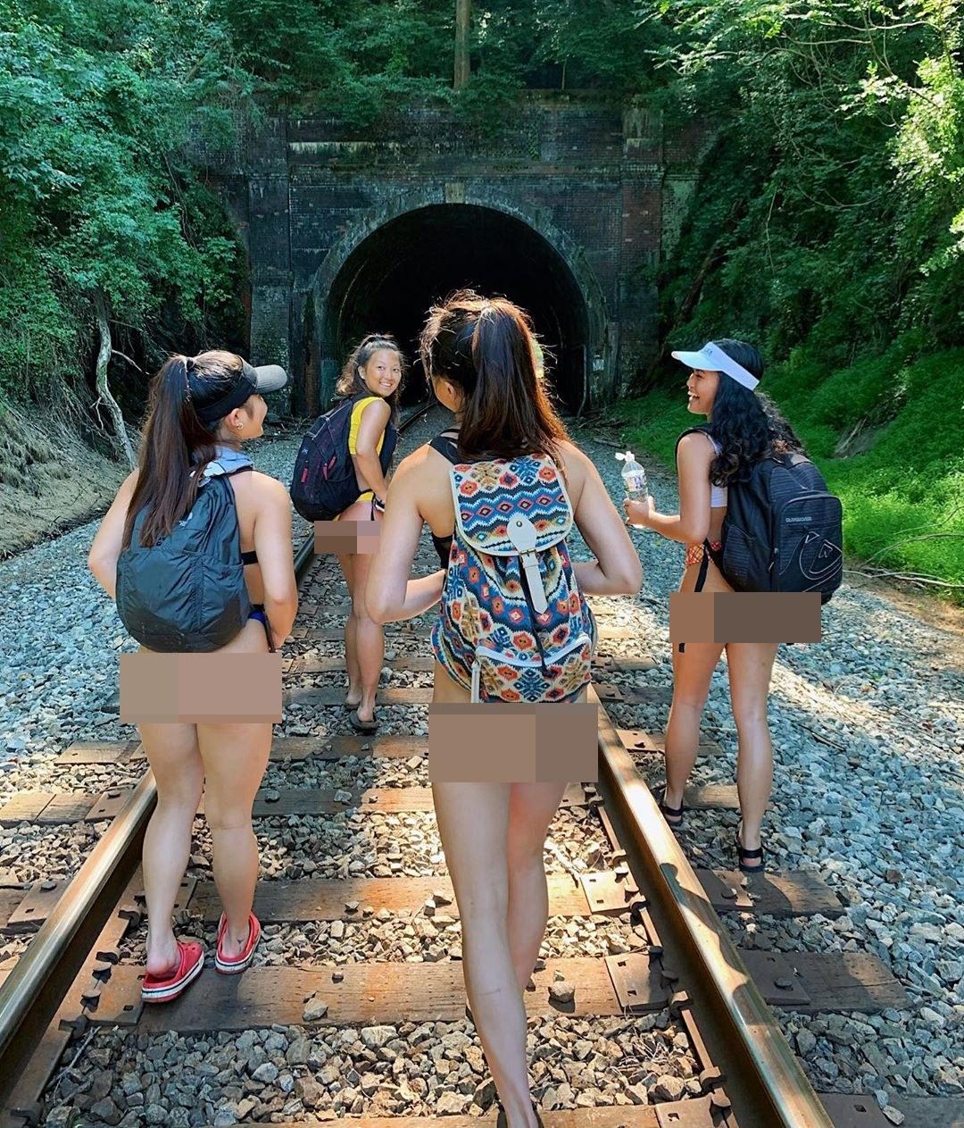 """4 cô gái Nhật mặc trang phục không phù hợp khi du hí nơi bị """"nguyền rủa"""" - 1"""