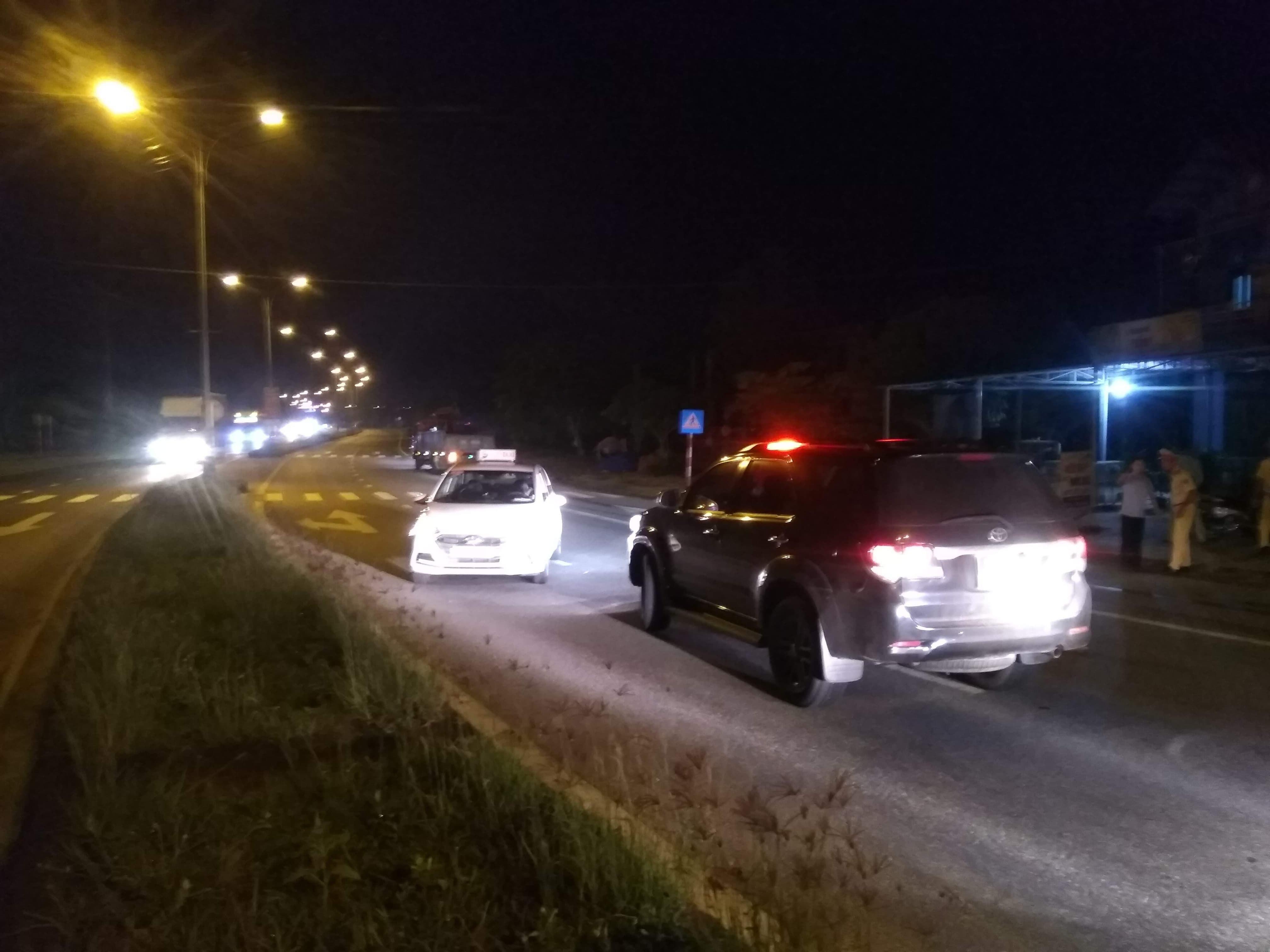 Nóng 24h qua: Vì sao tài xế liều lĩnh lao ra quốc lộ chặn đầu xe biển xanh? - 1