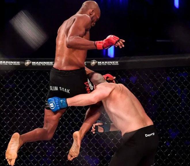 """""""Người nhện"""" gây chấn động võ đài MMA, 1 đòn """"trời giáng"""" đối thủ đi ngủ - 1"""