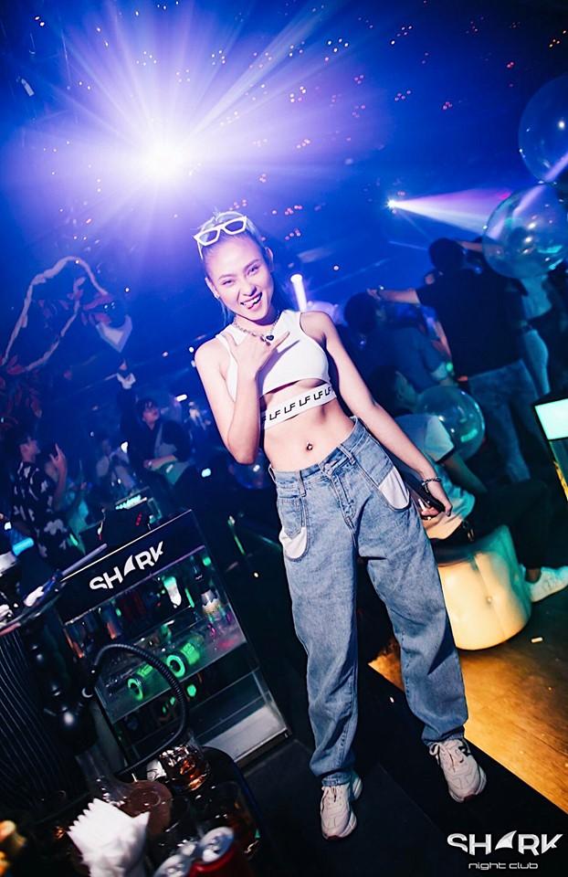 DJ Ty Ty tiết lộ bí quyết chọn trang phục biểu diễn - 1