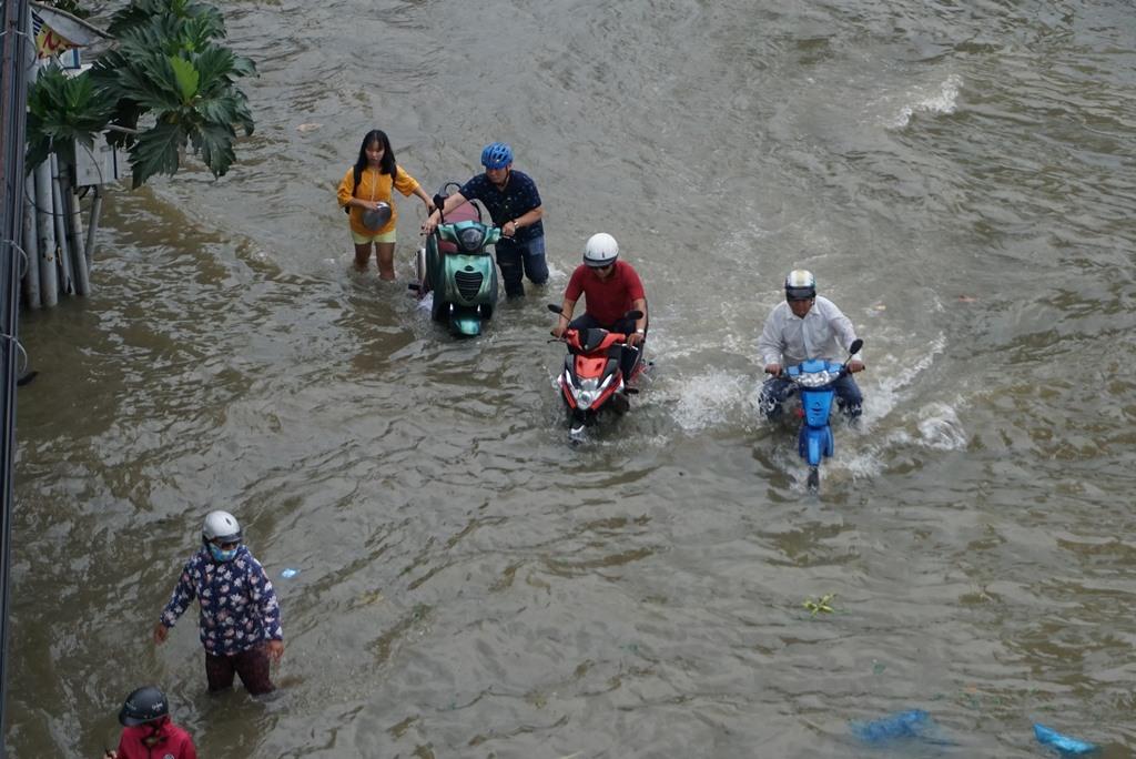 """""""Hà bá"""" tấn công, Sài Gòn ngập tứ bề như mùa nước lũ ở miền Tây - 1"""