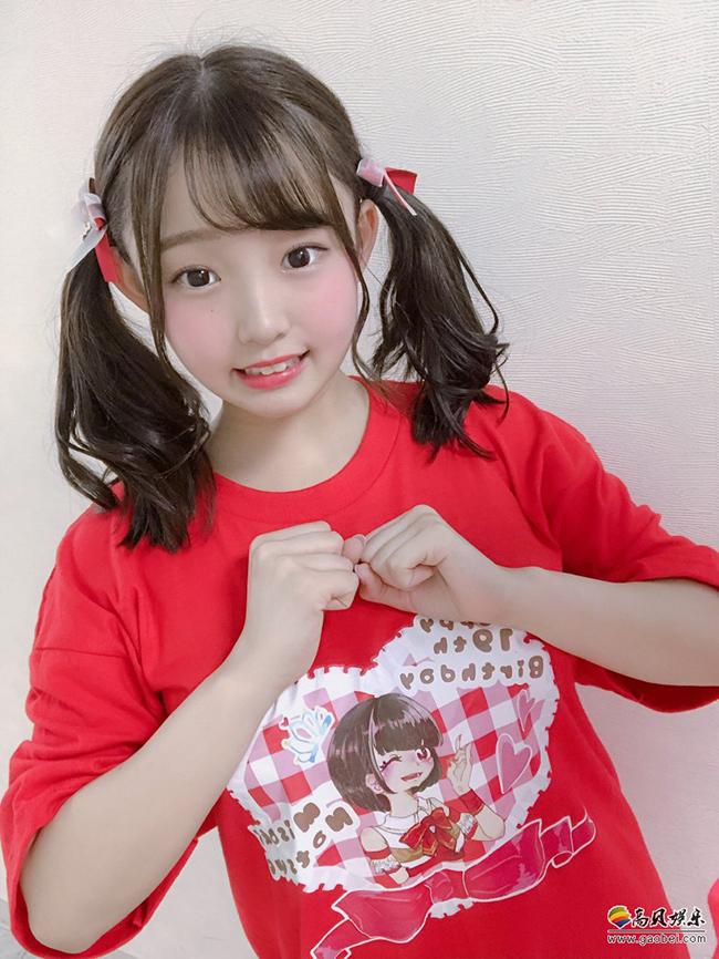 """Nhật Bản vốn nổi tiếng với nhiều cô gái đẹp, sở hữu thân hình nóng bỏng, quyến rũ. Thế nhưng mới đây, cô gái trẻ của xứ sở mặt trời mọc đã trở thành một """"hiện tượng lạ"""" khi có một vóc dáng với 3 vòng """"căng đét"""". Đáng nói là ở chỗ, cô bé chỉ mới… 17 tuổi."""