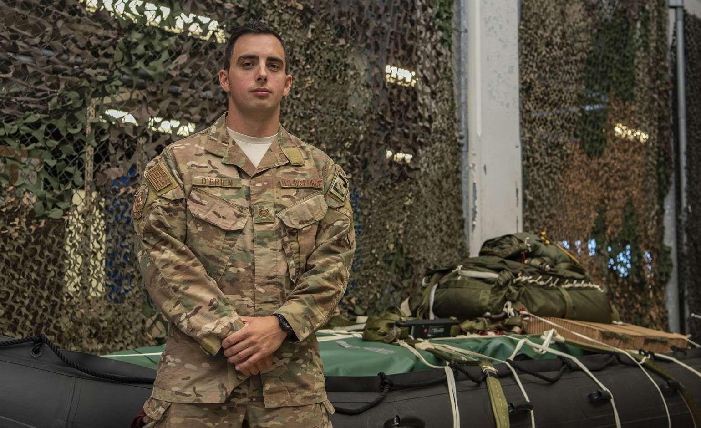 Trên đường đi nhận giải thưởng chiến công, phi công Mỹ lại lập công mới - 1