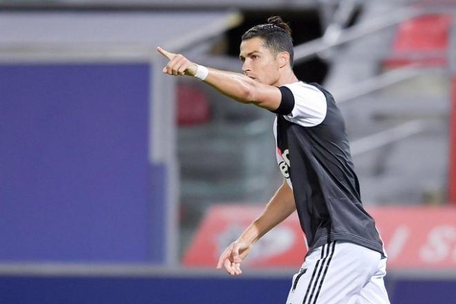 """Ronaldo độc diễn, """"nã đại bác"""" kinh hồn: Lộ thống kê vô địch Serie A - 1"""