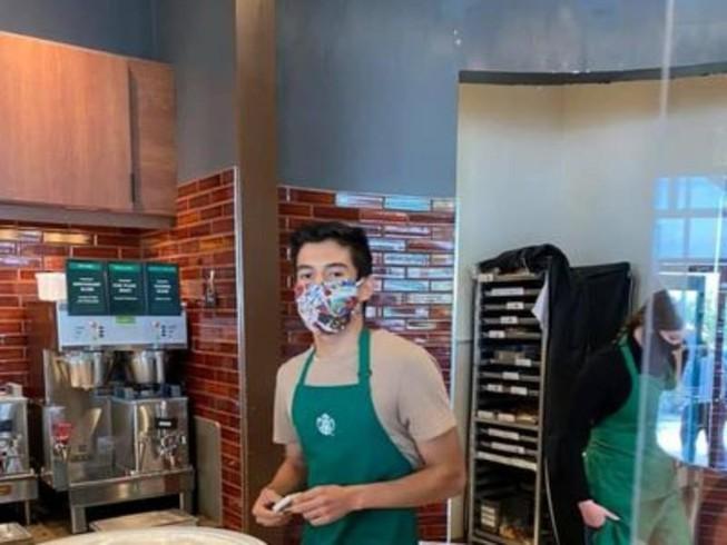 Nhân viên quán cà phê được tặng gần 2 tỷ vì… đuổi khách - 1