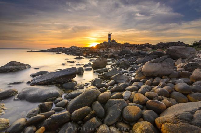 Ghé thăm Hải đăng Gành Đèn hoang sơ kỳ vĩ đất Phú Yên - 1