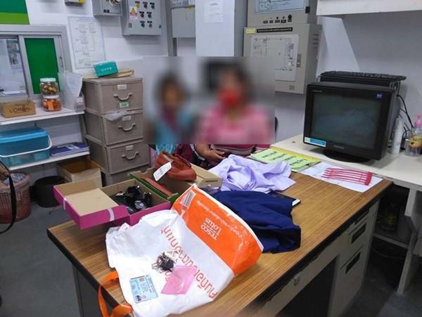 Người mẹ nghèo ăn trộm đồng phục cho con mặc đi học được cộng đồng mạng thông cảm - 1