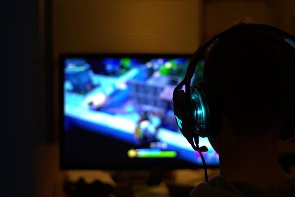 Một thanh niên chết vì cục máu đông sau khi ngồi yên chơi game online quá nhiều - 1