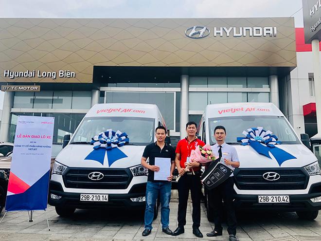 Hyundai Long Biên bàn giao lô xe Hyundai Solati cho VietJet Air.com - 1
