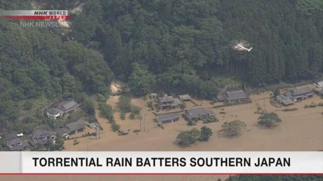 Video: Lũ lụt kinh hoàng, cuốn trôi cả cầu ở Nhật Bản - 1