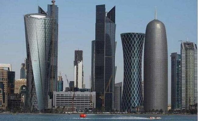 Qatar là một quốc gia có chủ quyền tại Tây Á, giàu có và trù phú. Đây là 1 trong những cường quốc kinh tế thế giới.