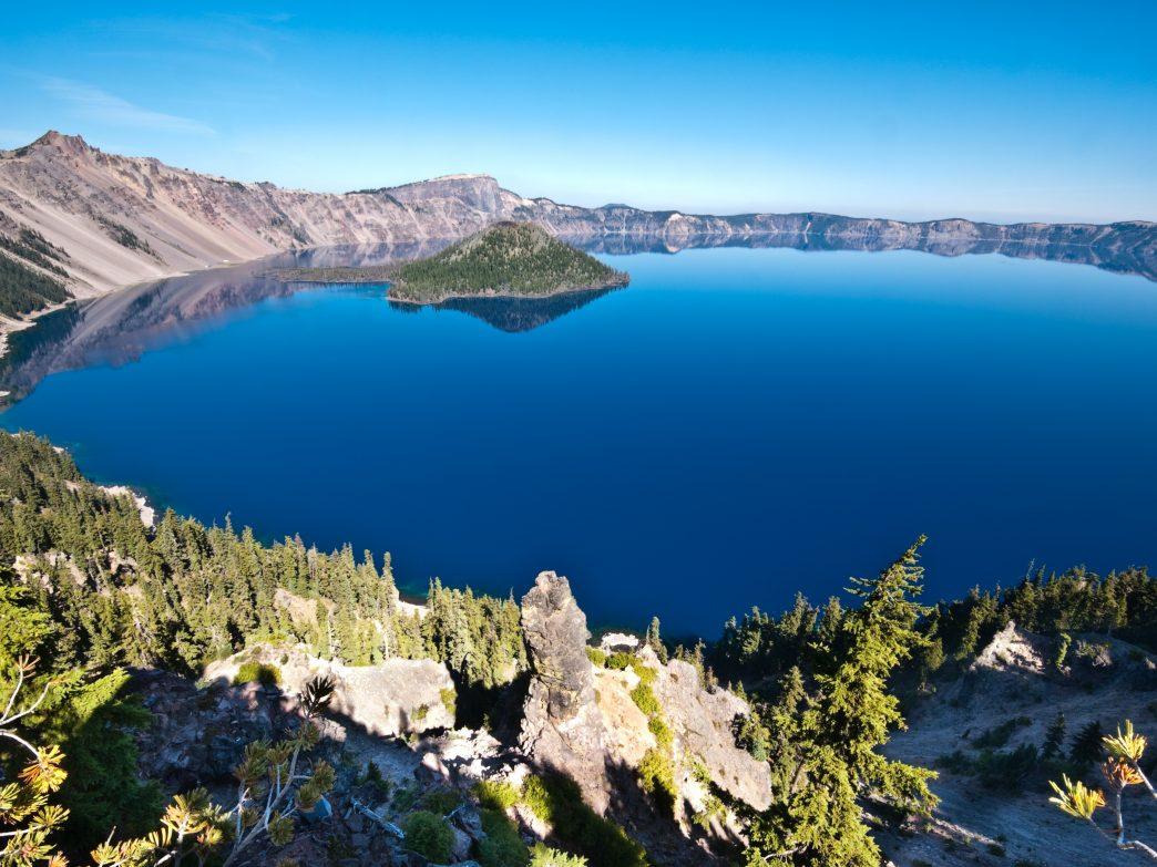 Những hồ nước đẹp và kỳ lạ nhất thế giới - 2