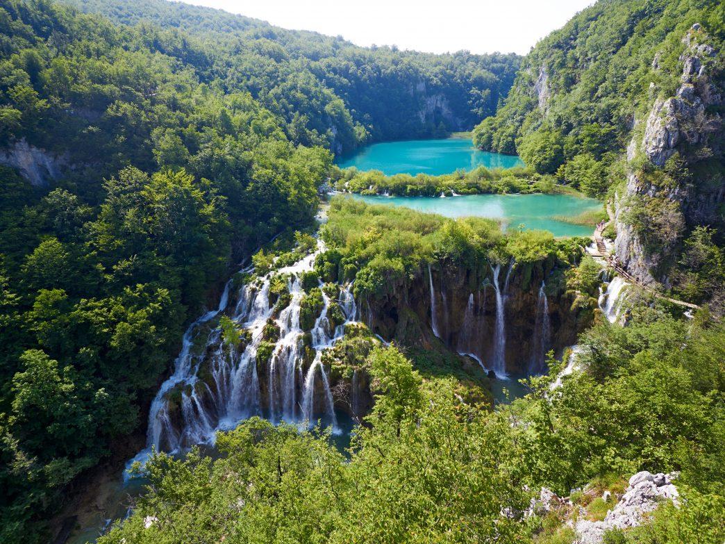 Những hồ nước đẹp và kỳ lạ nhất thế giới - 13