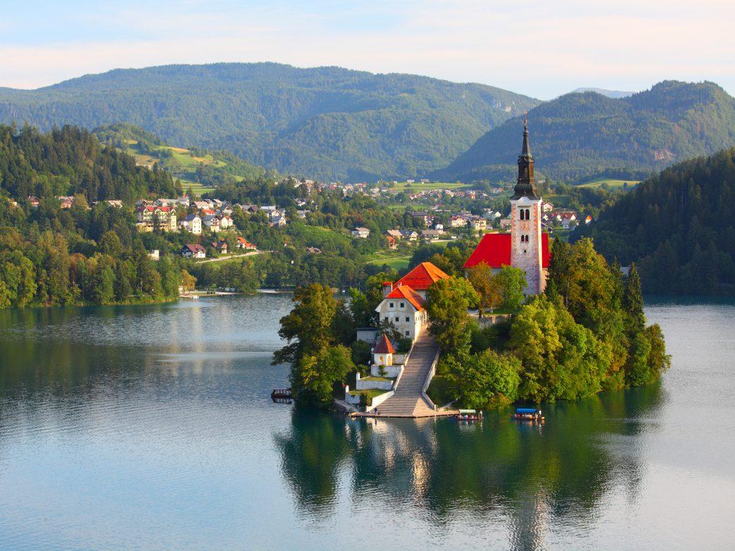 Những hồ nước đẹp và kỳ lạ nhất thế giới - 14