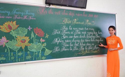 Cô giáo Quảng Trị viết chữ đẹp như vẽ tranh gây sốt mạng xã hội - 1