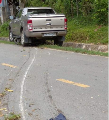 Xe bán tải của Trưởng phòng TN-MT tông xe máy, 1 phụ nữ tử vong tại chỗ - 1