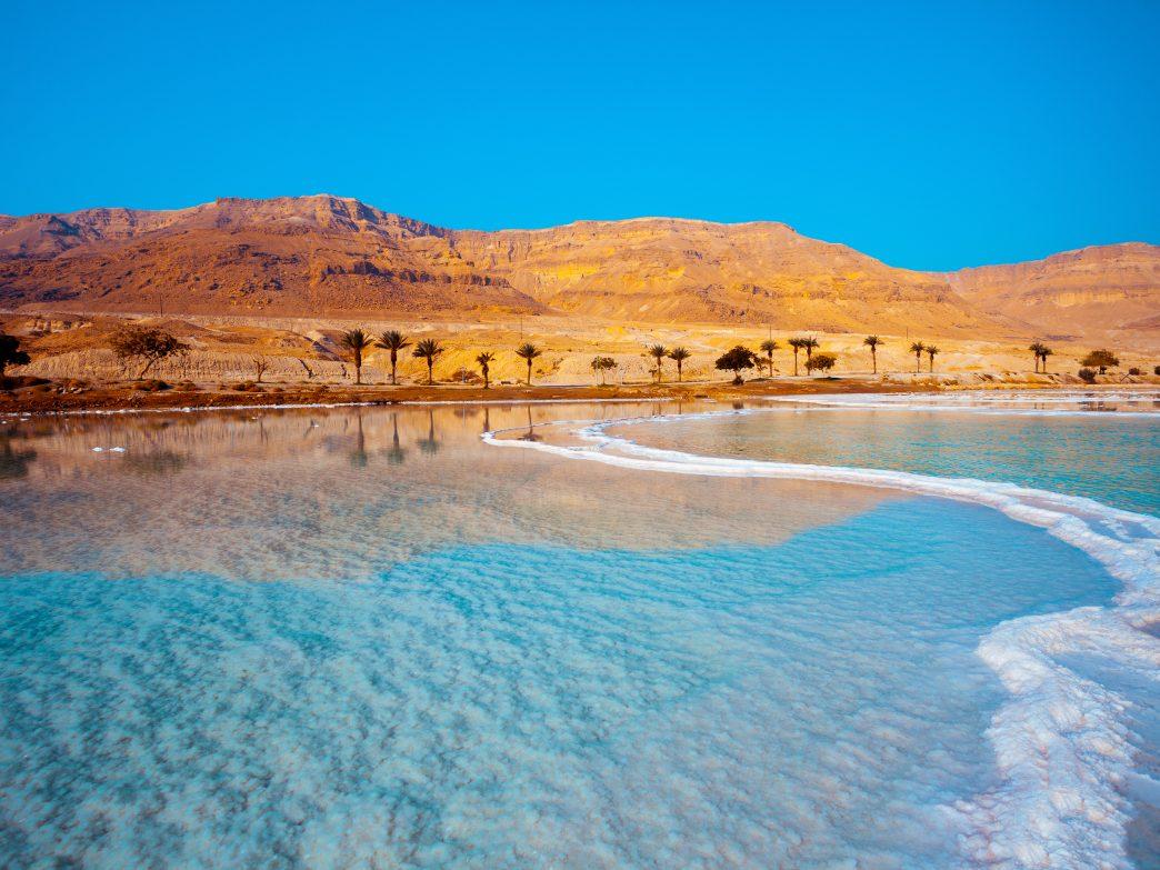 Những hồ nước đẹp và kỳ lạ nhất thế giới - 3