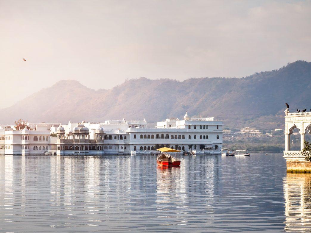 Những hồ nước đẹp và kỳ lạ nhất thế giới - 7