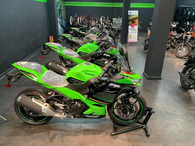 Bảng giá môtô Kawasaki tháng 7/2020, ưu đãi cả chục triệu đồng - 1