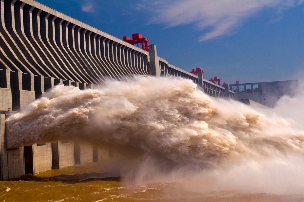 Mực nước ở đập Tam Hiệp đột nhiên cao vọt, TQ hứng thêm thiệt hại - 1