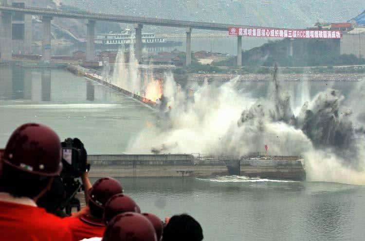Thử thách kích nổ 192 tấn thuốc nổ đủ đánh sập 400 tòa nhà 10 tầng ở đập Tam Hiệp - 1