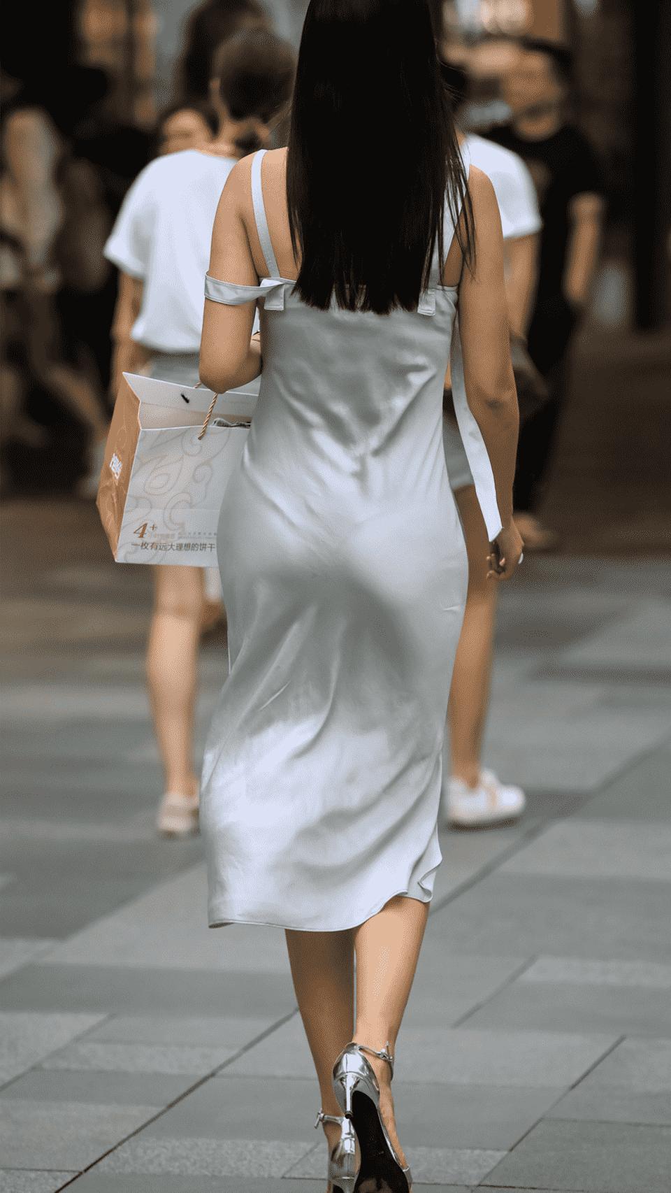 """Thảm họa váy bám chặt người, hằn nội y xuất hiện như """"nấm mọc sau mưa"""" trên đường phố - 3"""