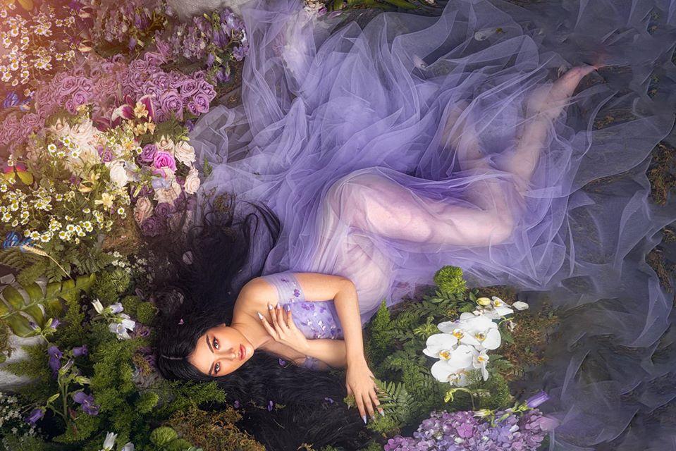 Thu Thủy mặc váy trong suốt giống Kylie Jenner - 1