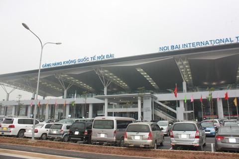 Va chạm với xe bán tải trong sân bay Nội Bài, nữ nhân viên vệ sinh tử vong - 1