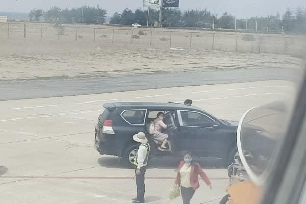 Phó Bí thư Phú Yên lên tiếng về việc điều xe biển xanh vào sân bay đón người - 1
