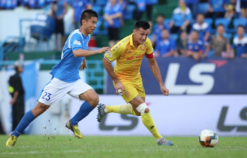 Vòng 8 V-League hấp dẫn: Đức Chinh - Công Phượng rực sáng, kết quả đối lập - 1