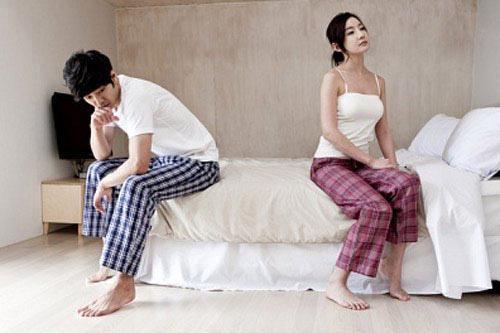 Tủi phận khi hàng đêm chồng xem ảnh các cô gái bốc lửa, so sánh chuyện ái ân - 1