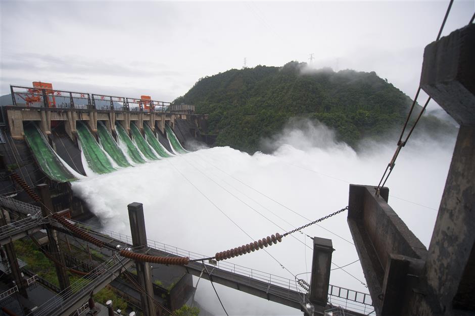 """Loạt ảnh: Hồ thủy điện """"khủng"""" của TQ lần đầu tiên phải xả lũ sau 9 năm - 1"""