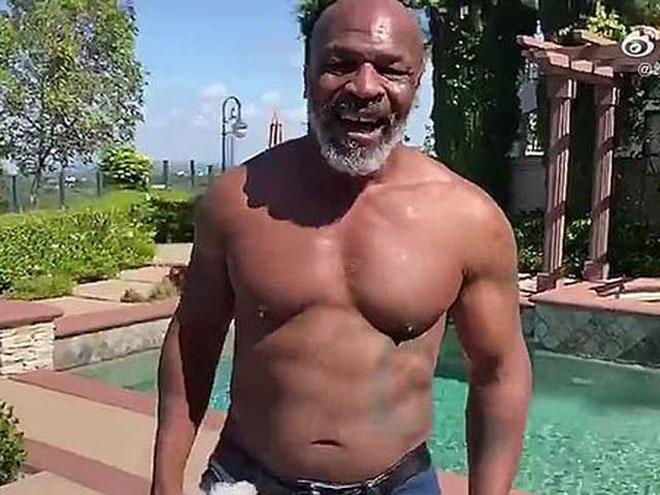 """Sững sờ Mike Tyson giảm 31kg vẫn bị """"Người đồng"""" Wilder coi thường - 1"""
