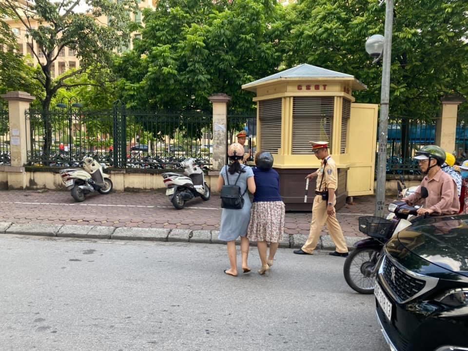 Tin mới vụ tố CSGT kéo ngã 2 người phụ nữ đi xe máy - 1