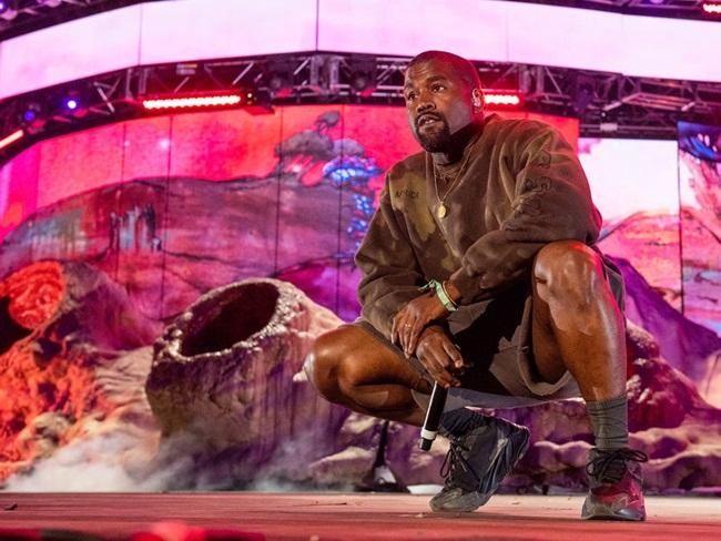 Tối 4/7, Kanye West - doanh nhân và là rapper, 43 tuổi tuyên bố sẽ tranh cử chức Tổng thống Mỹ năm 2020 trên Twitter. Sự việc gây xôn xao dư luận.