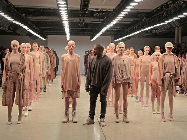 Tuy nhiên, hầu hết tài sản của Kanye West không đến từ công việc âm nhạc mà phần lớn tiền đến từ thương hiệu giày dép và quần áo Yeezy do anh sở hữu.