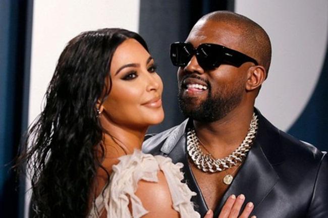 Trước đó, vợ chồng Kanye sống trong một dinh thự với 6 phòng ngủ, 8 phòng tắm ở Bel Air Crest.