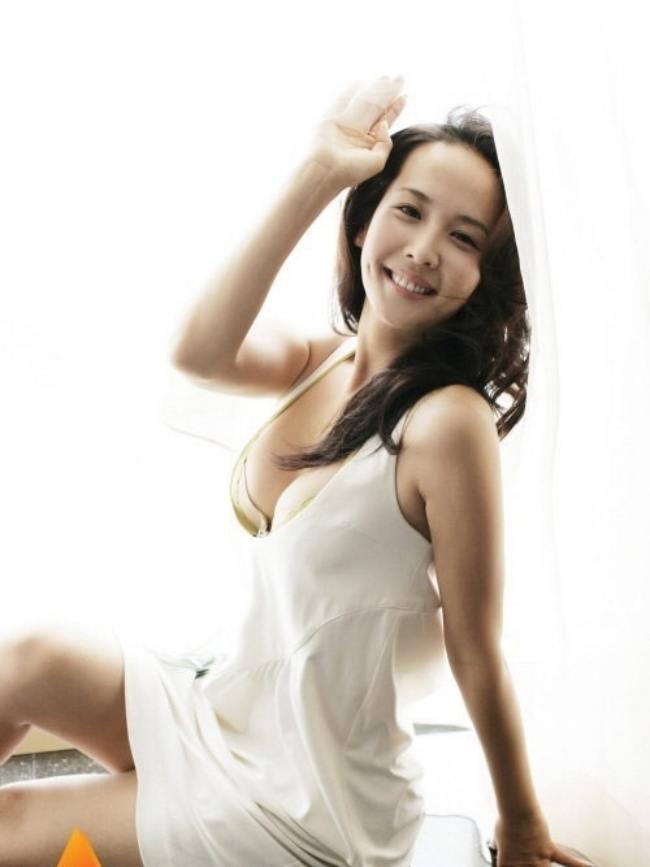 Jo Yeo Joeng: Jo Yeo Joeng trở thành cái tên đình đám được đông đảo khán giả thế giới biết đến sau thành công của bộ phim Parasite (Ký Sinh Trùng). Bộ phim giành 4 giải Oscar giúp đoàn làm phim nhận được quan tâm lớn từ khán giả.
