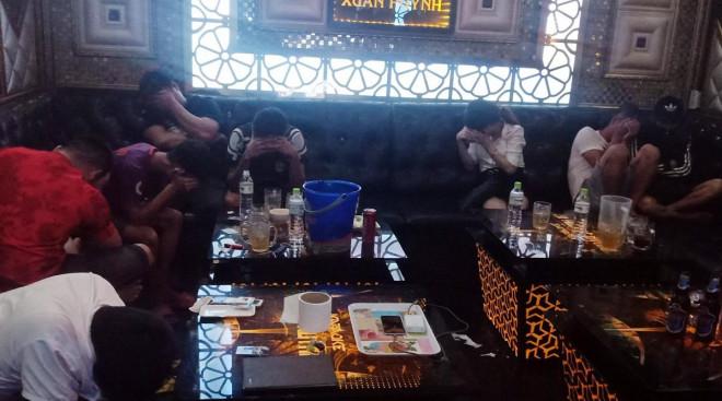 """11 cô gái tham gia """"tiệc ma túy"""" tại phòng hát karaoke - 1"""