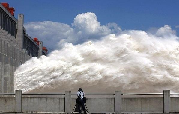 TQ: Vỡ đê trên sông Dương tử, 9.000 người sơ tán ngay trong đêm - 1