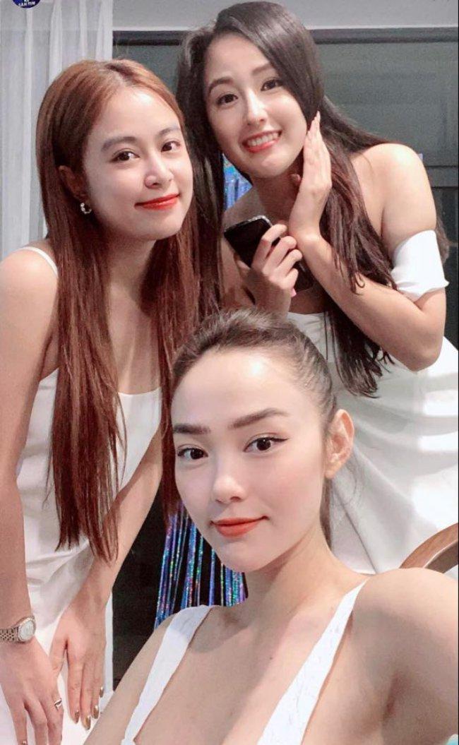 Nếu Hoàng Thuỳ Linh, Mai Phương Thuý và Minh Hằng được biết đến là nhóm bạn thân lâu năm trong showbiz Việt thì gần đây hội mỹ nhân lại kết nạp những thành viên mới.
