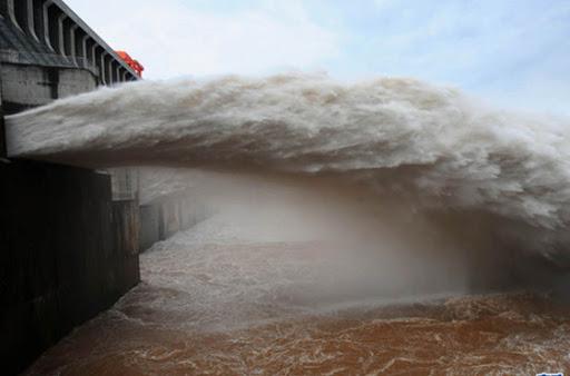 TQ: 4 thành phố dọc sông Dương Tử phát cảnh báo cao nhất, nguy cơ ngập trong nước - 1